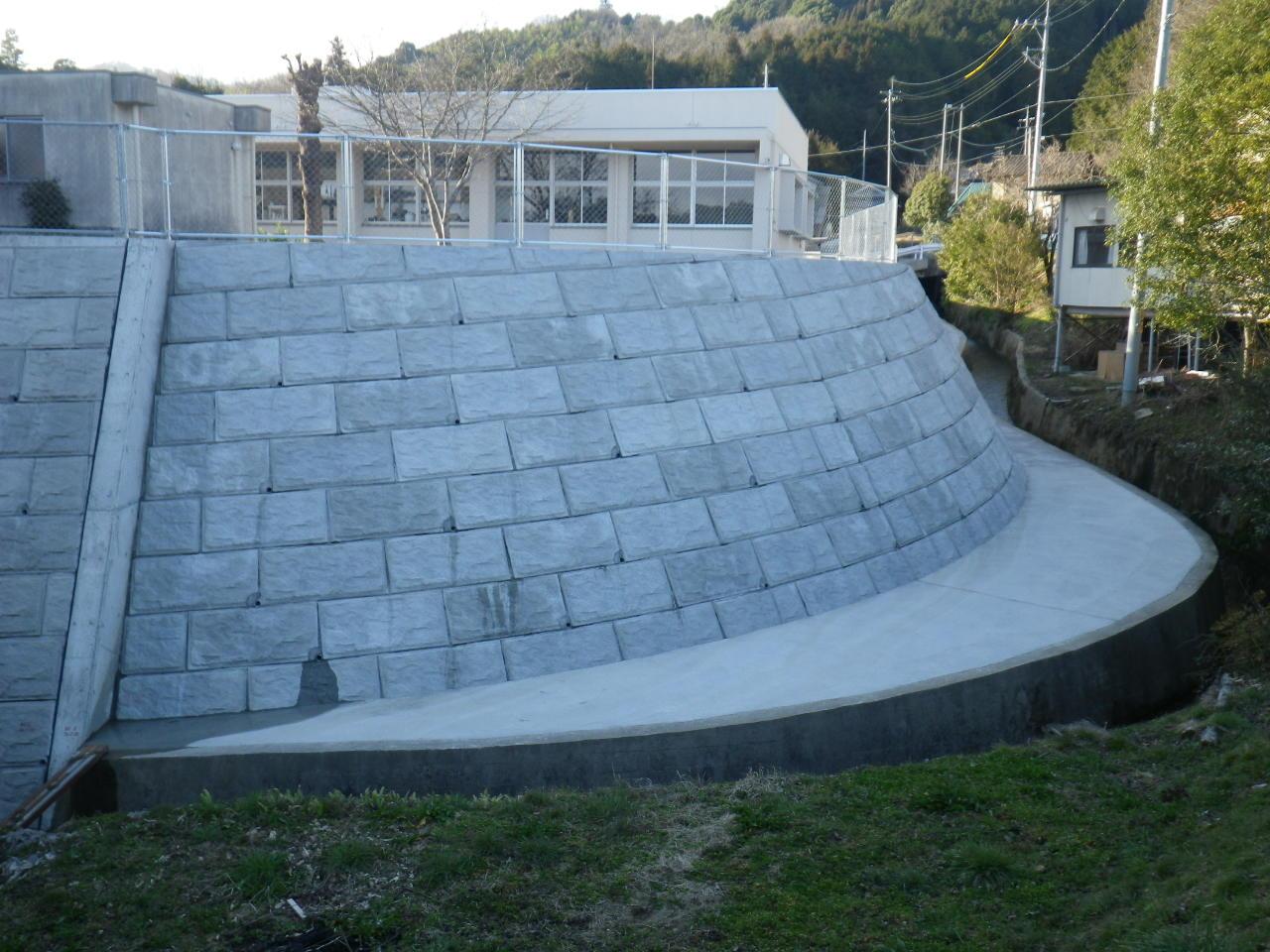 高田小学校東側法面改良工事